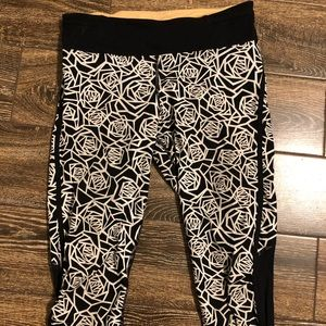 Lululemon geometric rose crop legging